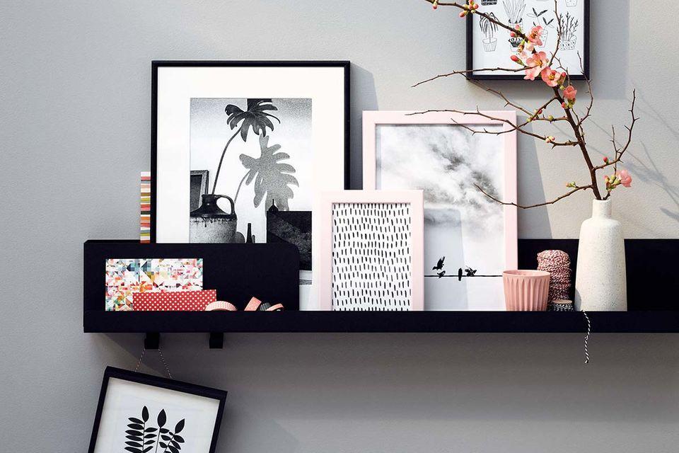 Zwei schwarze Bilderleisten mit unterschiedlich großen Rahmen