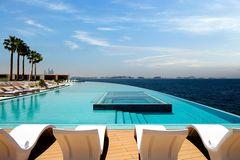 "Pool auf der Terrasse des ""Burj Al Arab"""