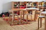 Kinderzimmer mit Kinderhocker NE60 von Artek