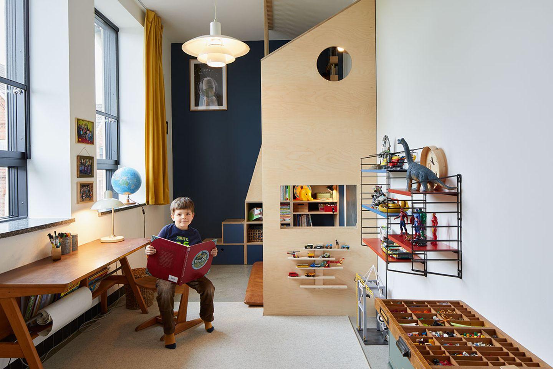 Kinderzimmer mit selbstgebauten Möbeln