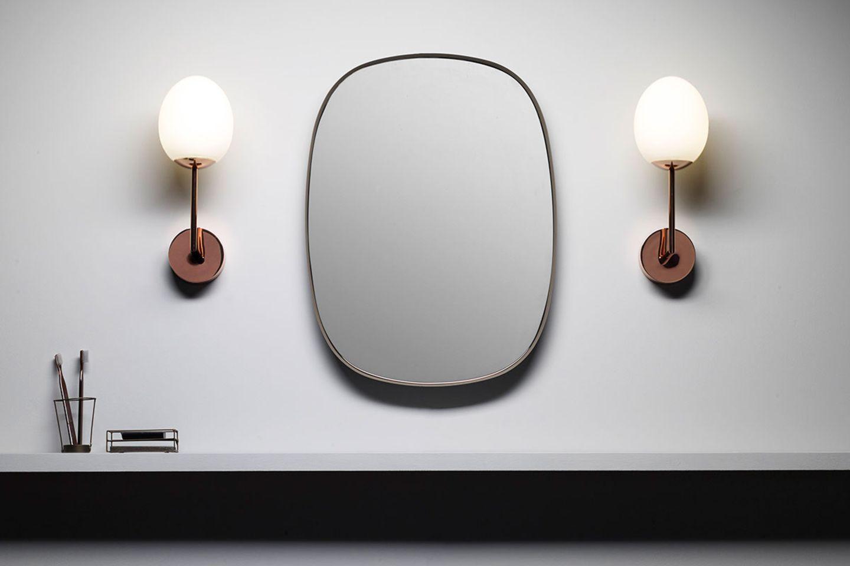 Seitenbeleuchtung neben dem Spiegel im Bad