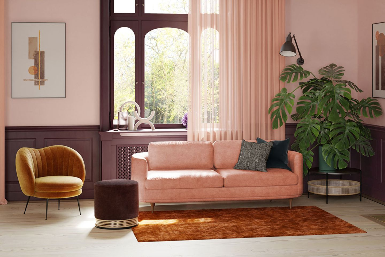Wohnzimmer mit Wand in Rosa und beerenfarbigen Polstermöbeln