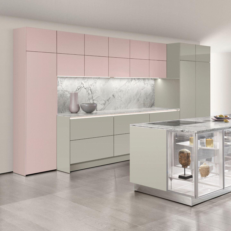Küche mit rosafarbenen Fronten