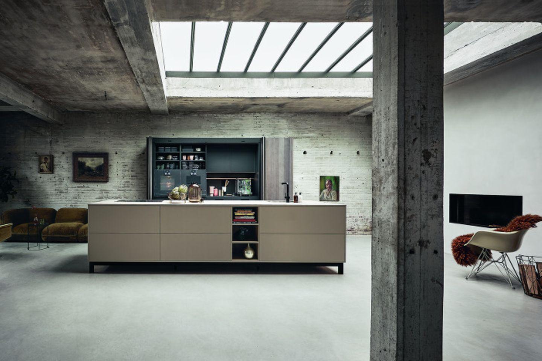 Kücheninsel in Industrial-Umgebung