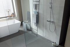 """Ebenerdige Dusche """"Stonetto"""" von Duravit im Badezimmer"""