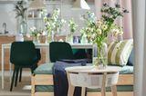 Luftreiniger in Form eines Tisches mit Blumenvase