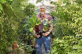 Gartenarchitekt Reiner Blohm in seinem grünen Schattengarten