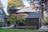 Gartenseite des Holzhauses