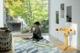 Spielzimmer mit bodentiefen Fenstern
